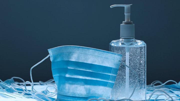 Gel hydroalcoolique et masque chirurgical